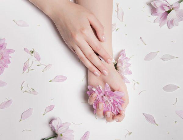 Na zdjęciu paznokcie z odżywką Sally Hansen Miracle Care